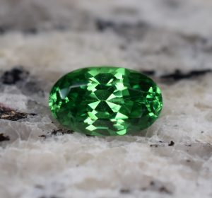 Tsavorite_oval_9.3x5.7mm_2.09cts