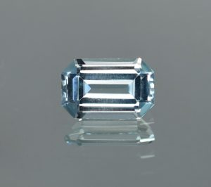 Aquamarine_eme_cut_10.8x7.0mm_2.38cts