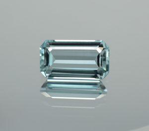 Aquamarine_eme_cut_15.3x8.6mm_6.11cts