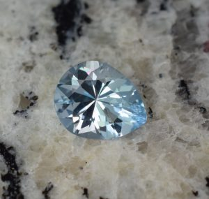 Aquamarine_pear_9.9x7.9mm_1.70cts