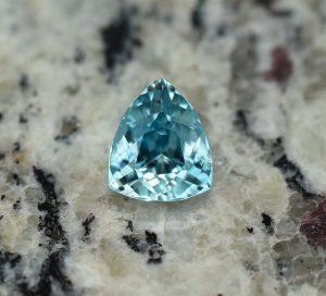 BlueZircon_drop_trill_11.4x9.5mm_6.45cts