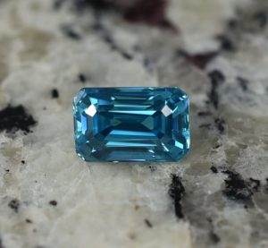BlueZircon_eme_cut_10.8x7.0mm_6.94cts