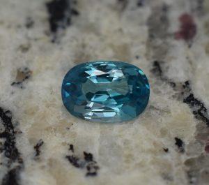 BlueZircon_oval_10.5x7.5mm_4.16cts_b