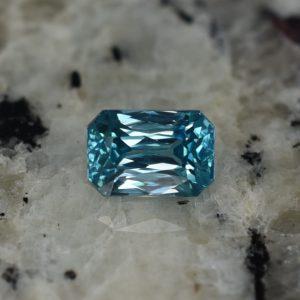 BlueZircon_radiant_7.8x5.3mm_2.62cts_zn2358_b