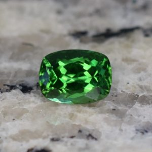 ChromeTourmaline_cushion6.5x4.9mm_1.02cts_b