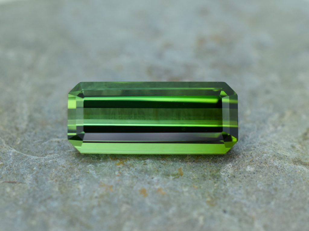 GreenTourmaline_eme_cut_17.6x7.5mm_7.06cts_b