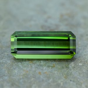GreenTourmaline_eme_cut_17.6x7.5mm_7.06cts_b