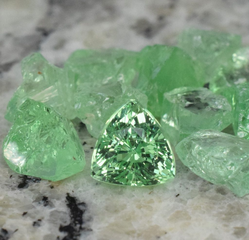 MIntGrossular_drop_trill_7.6x7.2mm_2.25cts