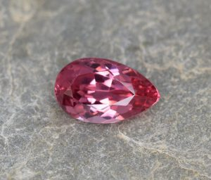 PinkSpinel_pear_9.7x5.9mm_1.62cts_b
