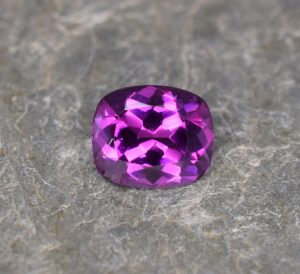 PurpleGarnet_cush_6.4x5.4mm_1.04cts