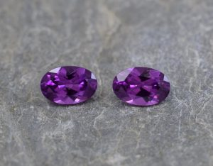 PurpleGarnet_oval_pair_6x4mm_1.03cts