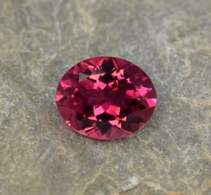 Rubellite_oval_13.0x10.7mm_5.26cts