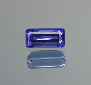 Tanzanite_eme_cut_mod_9.2x4.5mm_1.68cts