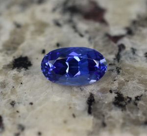 Tanzanite_oval_12.8x7.5mm_5.08cts_b