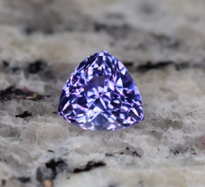 Tanzanite_trillion_9.9x9.6x9.4mm_3.98cts