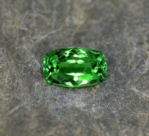 Tsavorite_cushion_10.6x6.6mm_2.39cts