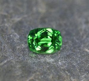 Tsavorite_cushion_7.9x5.9mm_2.08cts