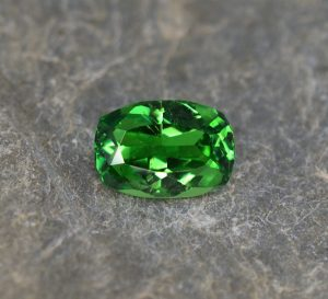 Tsavorite_cushion_9.9x6.9mm_2.46cts
