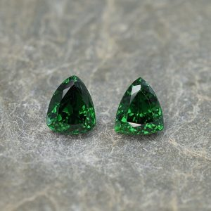 Tsavorite_drop_trill_pair_6.6x5.6mm_2.25cts_ts303