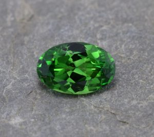 Tsavorite_oval_11.1x7.4mm_2.98cts