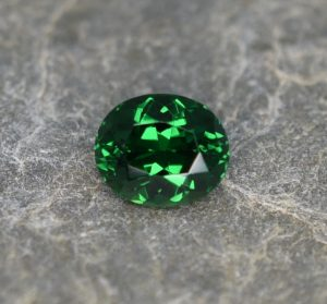 Tsavorite_oval_7.0x5.9mm_1.24cts