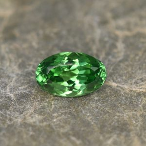 Tsavorite_oval_7.5x4.7mm_1.02cts