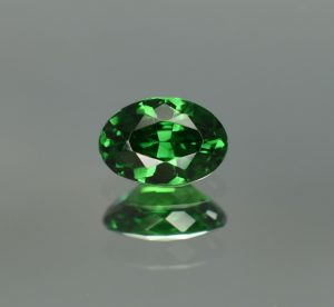 Tsavorite_oval_7.9x5.4mm_1.29cts