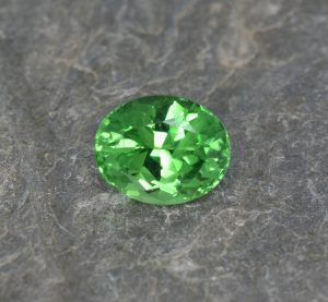 Tsavorite_oval_8.5x6.9mm_2.36cts
