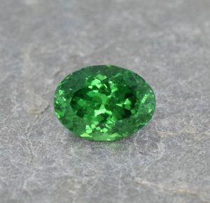 Tsavorite_oval_9.9x7.3mm_2.96cts