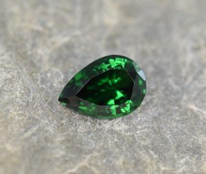 Tsavorite_pear_10.7x7.5mm_2.65cts
