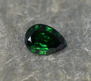 Tsavorite_pear_11.4x8.0mm_3.11cts