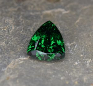 Tsavorite_trillion_9.0x8.5mm_2.82cts