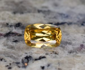 YellowZircon_cushion_12.4x8.0mm_5.90cts