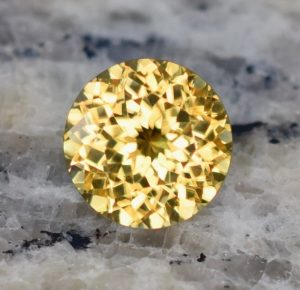 YellowZircon_round_9.4mm_4.21cts_b