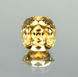 YellowZircon_sq_cush_13.5mm_16.94cts_c