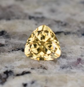 YellowZircon_trillion_9.5mm_4.65cts