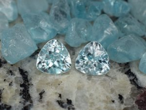 IceBlueZircon_trillion_pair_7.4mm_3.95cts_e