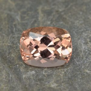 Morganite_cushion_13.4x10.5mm_6.51cts_b
