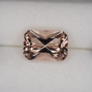 Morganite_radiant_8.9x6.0mm_1.62cts