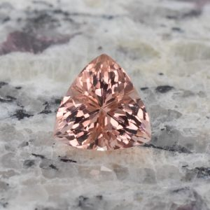 Morganite_trillion_12.2mm_5.17cts_c