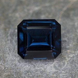 BlueSpinel_eme_cut_8.0x7.3mm_2.69cts_sp257