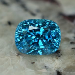 BlueZircon_cush_8.2x6.4mm_3.62cts_zn2294