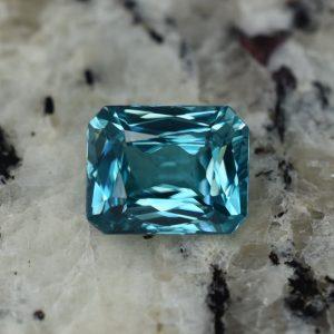 BlueZircon_radiant_10.4x8.3mm_5.57cts