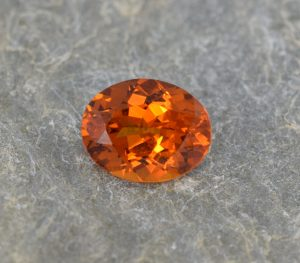 OrangeGrossular_oval_9.5x7.5mm_2.39cts