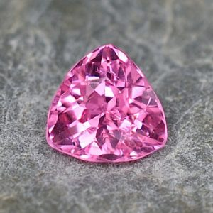 PinkSpinel_trillion_5.5mm_0.68cts_sp312