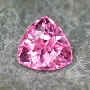 PinkSpinel_trillion_5.5mm_0.70cts_sp210
