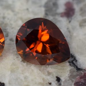 RedZircon_pear_11.2x9.0mm_5.01cts_N_zn915