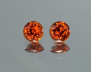 Spessartite_round_pair_6.0mm_2.45cts