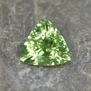MintGrossular_trillion_12.6x12.2x12.1mm_4.88cts_a_mg125
