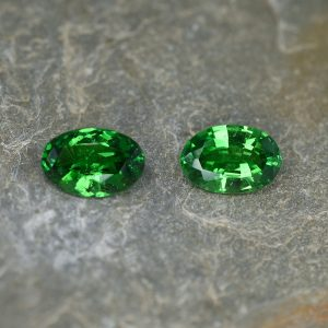 Tsavorite_oval_pair_10.4x7.0mm_4.76cts_ts200